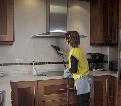 servicios-limpieza-con-maquina-a-vapor